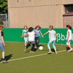 sport-auf-dem-kunstrasenplatz-101