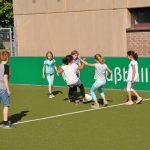 sport-auf-dem-kunstrasenplatz-102