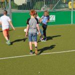 sport-auf-dem-kunstrasenplatz-109