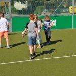 sport-auf-dem-kunstrasenplatz-110