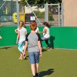 sport-auf-dem-kunstrasenplatz-111