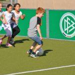 sport-auf-dem-kunstrasenplatz-112