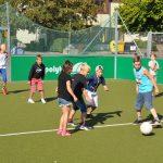 sport-auf-dem-kunstrasenplatz-115
