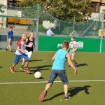 sport-auf-dem-kunstrasenplatz-118