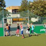 sport-auf-dem-kunstrasenplatz-130