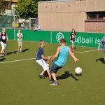 sport-auf-dem-kunstrasenplatz-132