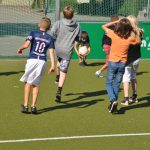 sport-auf-dem-kunstrasenplatz-136