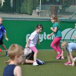 sport-auf-dem-kunstrasenplatz-141