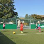 sport-auf-dem-kunstrasenplatz-143