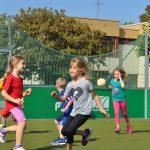 sport-auf-dem-kunstrasenplatz-150