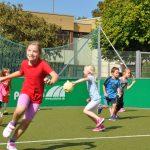 sport-auf-dem-kunstrasenplatz-158