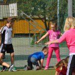 sport-auf-dem-kunstrasenplatz-73