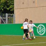 sport-auf-dem-kunstrasenplatz-81