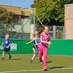 sport-auf-dem-kunstrasenplatz-85