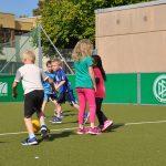 sport-auf-dem-kunstrasenplatz-88