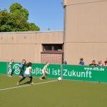 sport-auf-dem-kunstrasenplatz-90