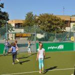 sport-auf-dem-kunstrasenplatz-93