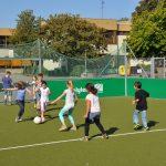 sport-auf-dem-kunstrasenplatz-95