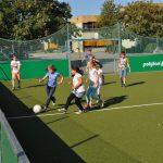 sport-auf-dem-kunstrasenplatz-96