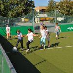 sport-auf-dem-kunstrasenplatz-97