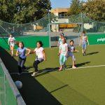 sport-auf-dem-kunstrasenplatz-98